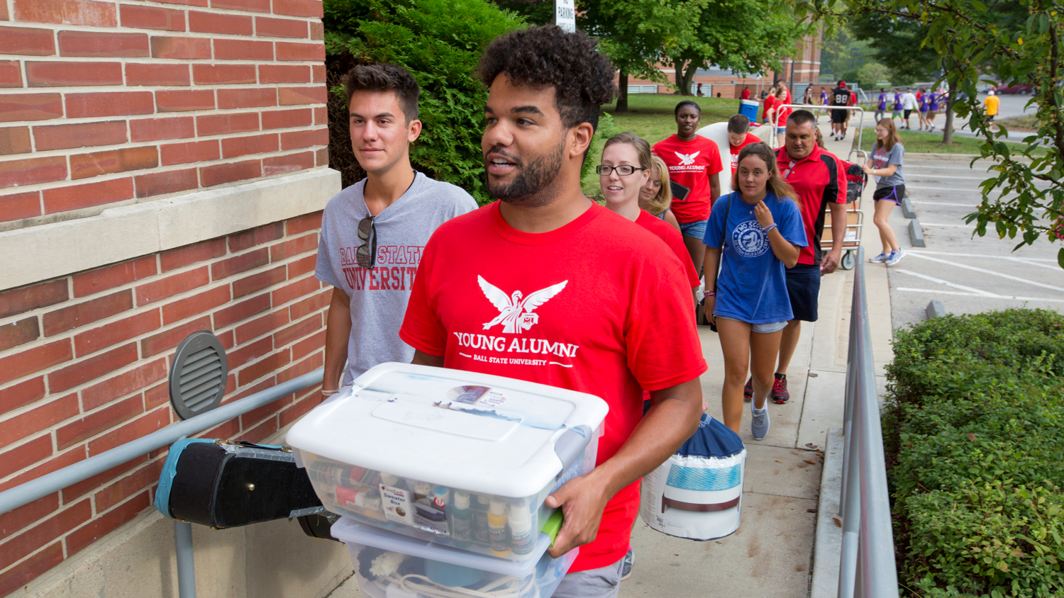 Young alums help with move in day on campus