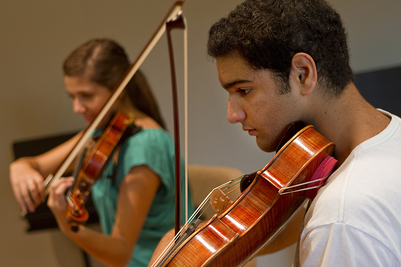 Benefic Chamber students play violins